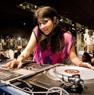 Expert Q&A: DJ Vida Ventura from Scratch Weddings