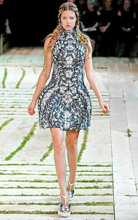 Sarah burton for alexander mcqueen the royal wedding for Sarah burton wedding dresses official website