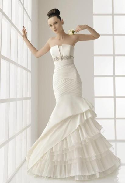 Wedding dress designer rosa clara woman getting married for How much does wedding dress cost