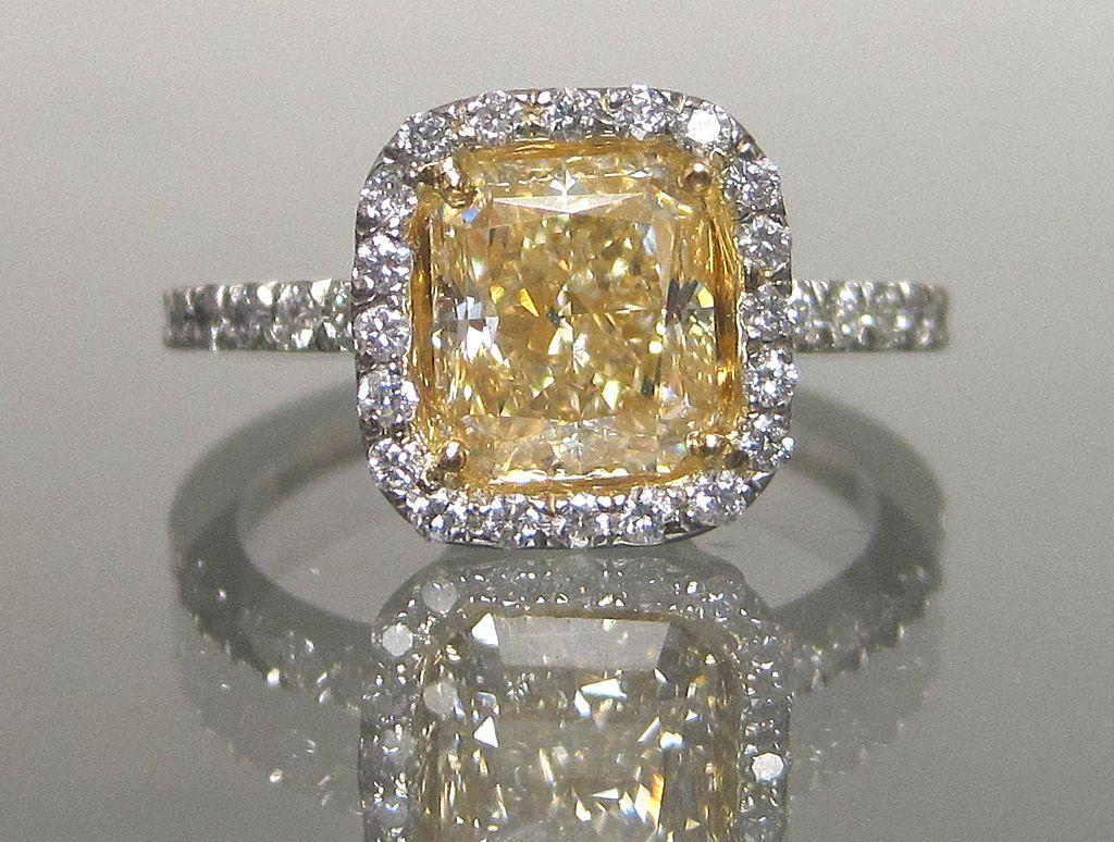 The Best Vintage Engagement Rings   Woman Getting Married