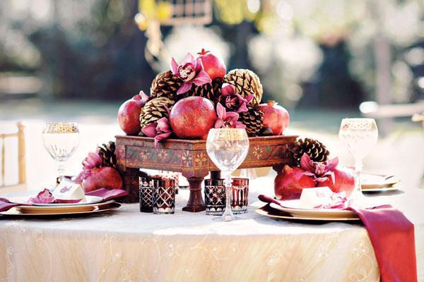 pomegranate-pinecone-centerpiece-fall-wedding