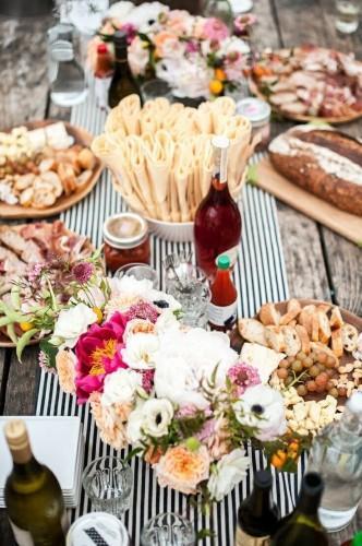 stripe table runner wedding