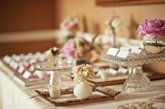 Vintage-Wedding-Ideas-Escort-Card-Table-500x332