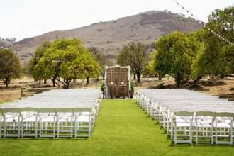 Callie and brian 39 s grass valley wedding woman getting for Malibu rocky oaks estate vineyards wedding cost