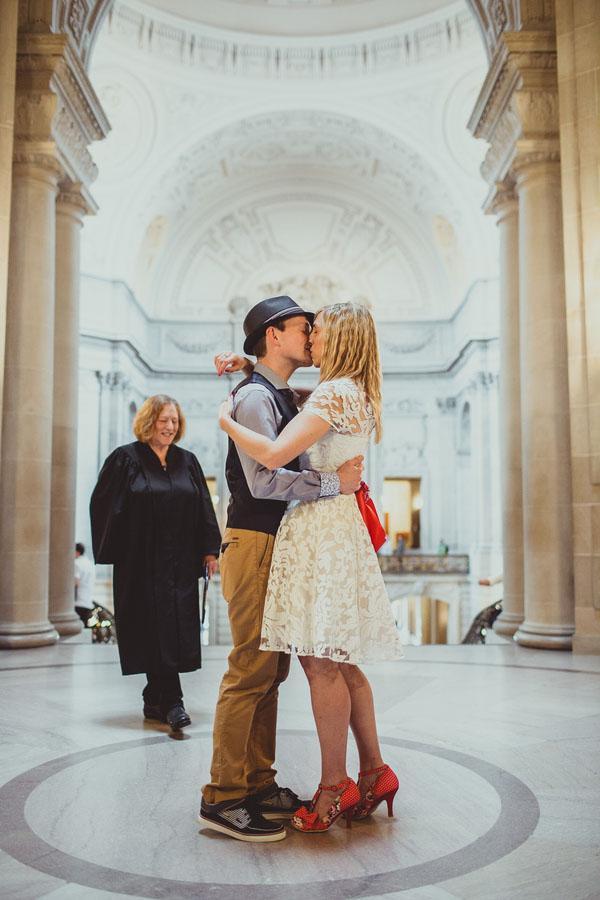 real-wedding-city-hall-san-francisco-22
