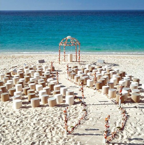 71c7fb324 21 Fun and Easy Beach Wedding Ideas