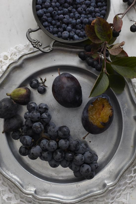 Figs, plums, and grapes in bowls or simply scattered on your wedding tables would be amazing.