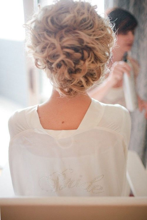 10 Amazing Wedding Hairstyles For Curly Hair Woman Getting Married