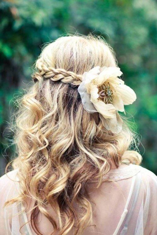 Wedding Hairstyles For Curly Hair Woman Getting Married