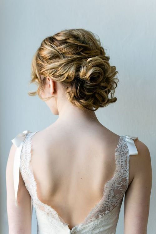 10 Amazing Wedding Hairstyles For Curly Hair Woman Getting