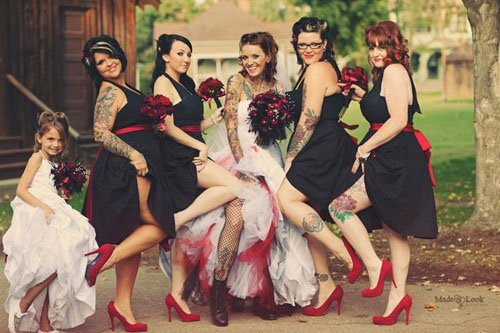 Photo by Made u Look Photography   Via Rock n' Roll Bride