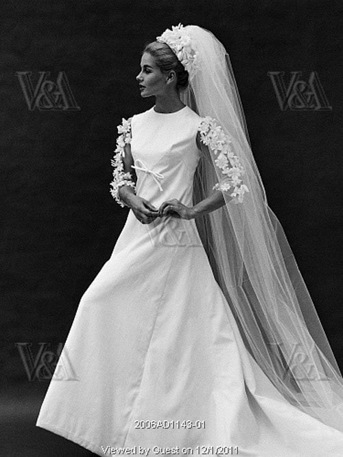 Our favorite 1960 39 s wedding dresses for 1960 style wedding dresses