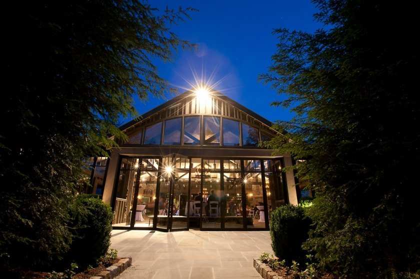 old-edwards-inn-wedding-venue-jonathan-connolly