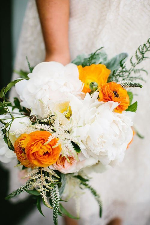 10 stunning ways to use ranunculus wedding flowers our favorite ranunculus mightylinksfo