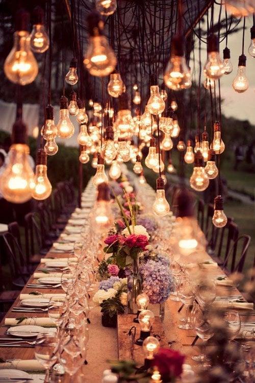 Hanging lightbulb chandelier