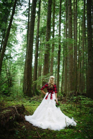 You can also tie a plaid shirt over a simple wedding dress for a rustic yet chic (and unexpected) look.