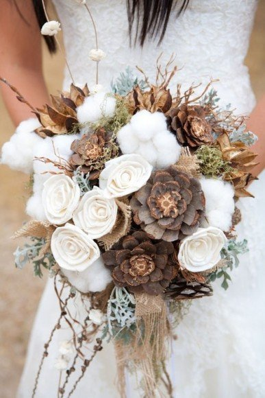 And keep in mind that fall isn't always about color! This rustic bouquet is just as gorgeous in brown and white.