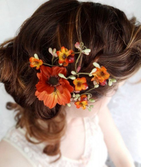 Orange and red flowers also make for gorgeous wedding hair accessories