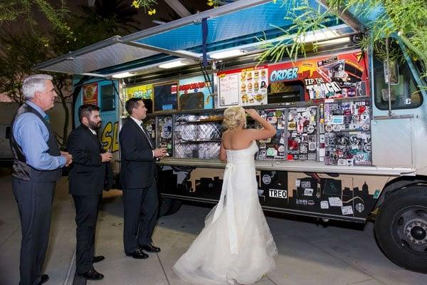 frank-gehry-vegas-real-wedding-kmh-photography-030