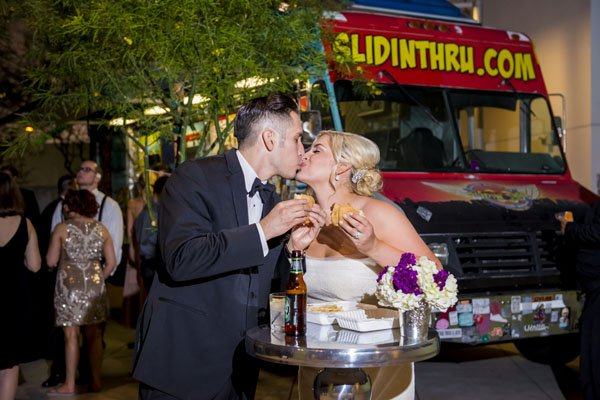 frank-gehry-vegas-real-wedding-kmh-photography-031