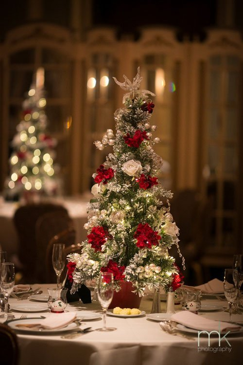 19 super fun winter wedding ideas woman getting married christmas tree centerpiece junglespirit