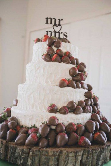 You can also use colored white chocolate to match your wedding colors!