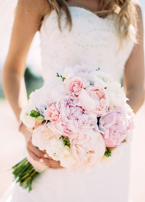 7 Gorgeous Spring Wedding Flowers We Love