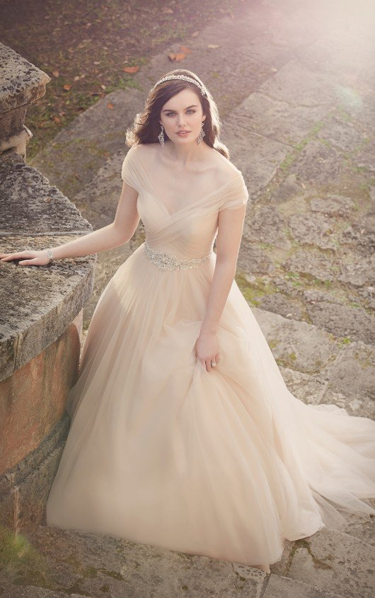 Wedding Dress Designer: Essense of Australia