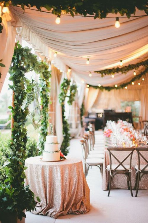 15 amazing ideas for gorgeous wedding tents for Outdoor party tent decorating ideas