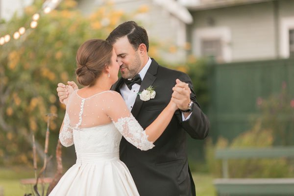 how to dance in your wedding dress