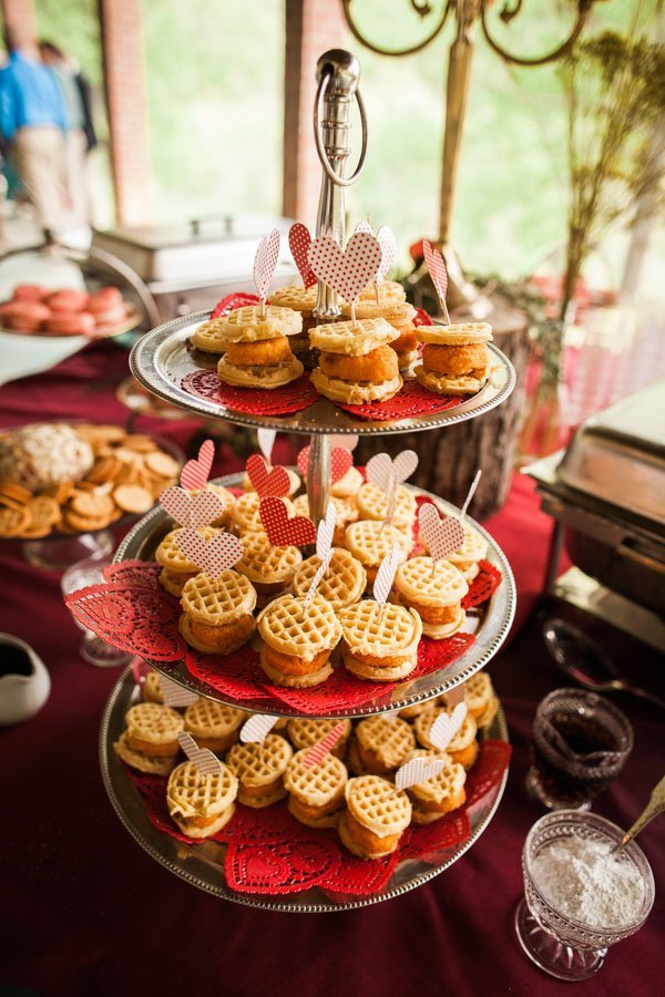 10 delicious and unique ideas for a brunch wedding for Outdoor brunch decorating ideas