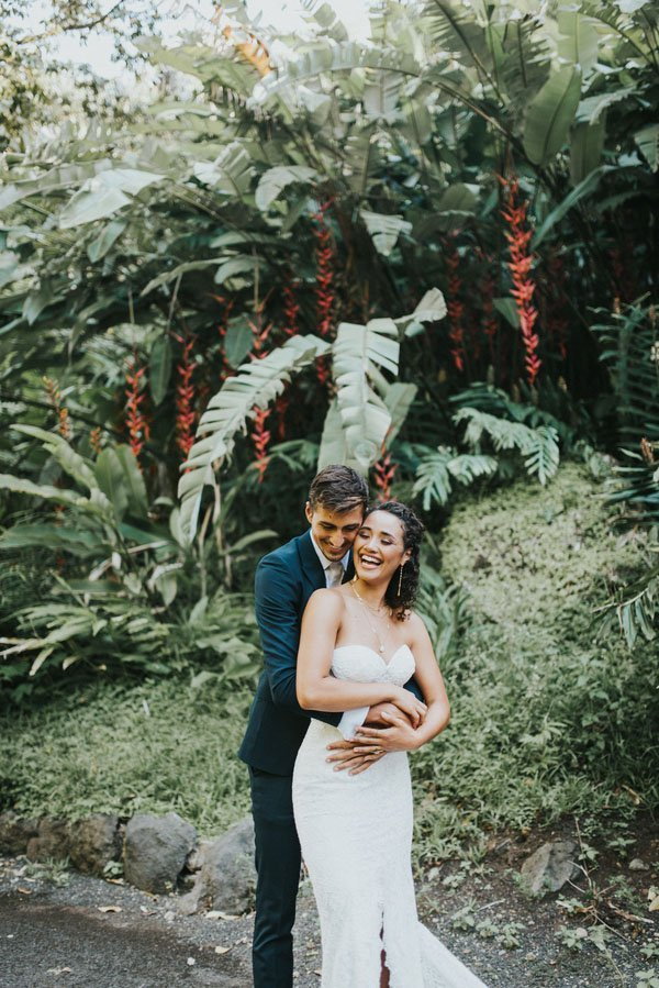 Wedspiration A Tropical And Dreamy Hawaii Wedding Woman