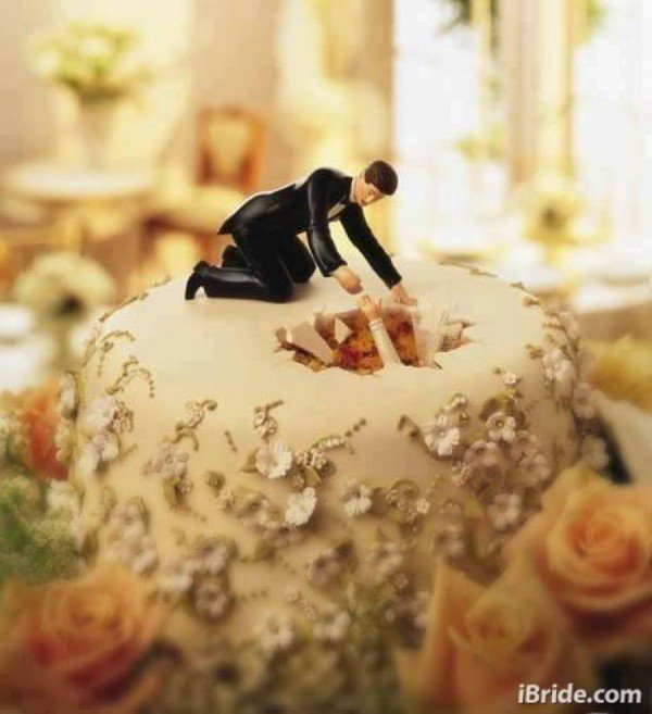 Wondrous 8 Bizarre Wedding Cakes That You Have To See To Believe Funny Birthday Cards Online Alyptdamsfinfo