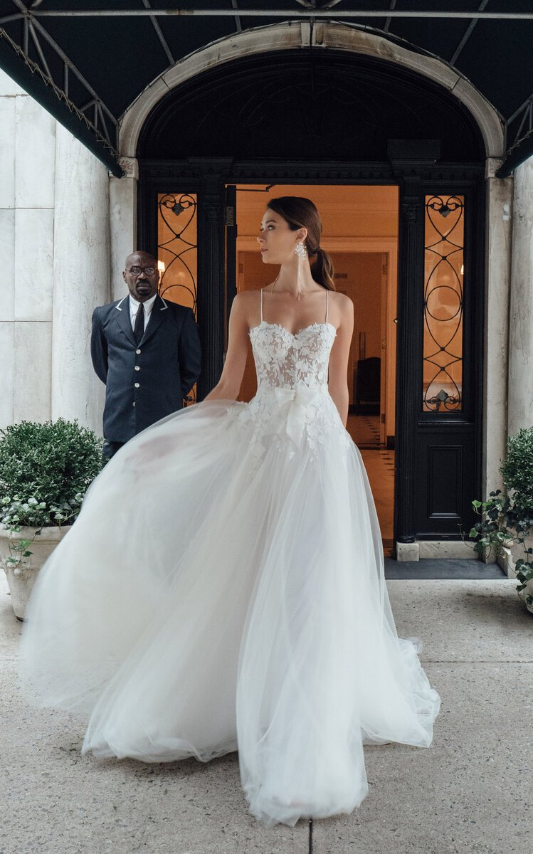 b1ce33af16ac New Fiona Sweetheart Silk Strap Gown With Tulle Skirt And Bow – $9,460