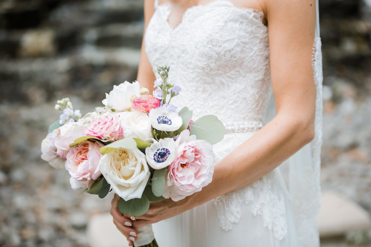 how to DIY wedding flowers